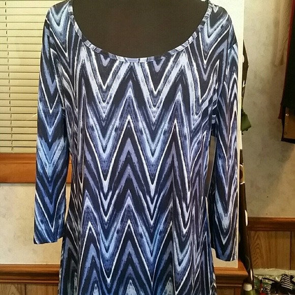 Womens Blue Plus Size Blouse with asymmetric hemline Size 1X - Tops and Blouses