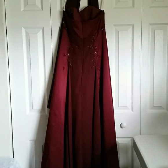 Beautiful Wine Color Strapless Formal Dressgown W Scarf Size 4
