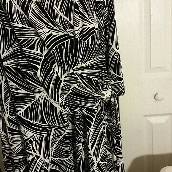 Womens Black and White Swirl Plus Size Dress Size 3X - Dresses