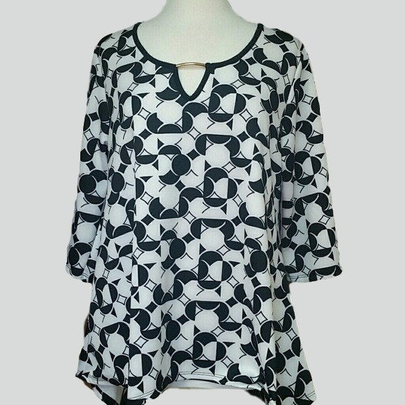 Womens Plus Size White and Black Geometric Print Blouse - Tops and Blouses
