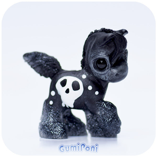 Skully Charcoal GumiPoni
