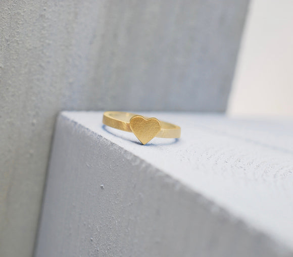9ct Yellow Gold Heart Ring with a Satin Finish