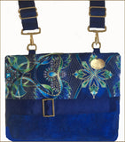 Gorgeous Demi-Premier Blue & Green Lumina Bag With Stylish Zipper