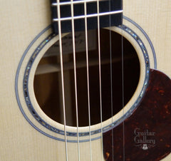 Froggy Bottom guitar rosette