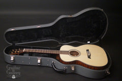 Osthoff OM The TREE Mahogany guitar inside case