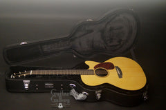 Rainsong V-WS1000N2X-SFT  guitar inside case