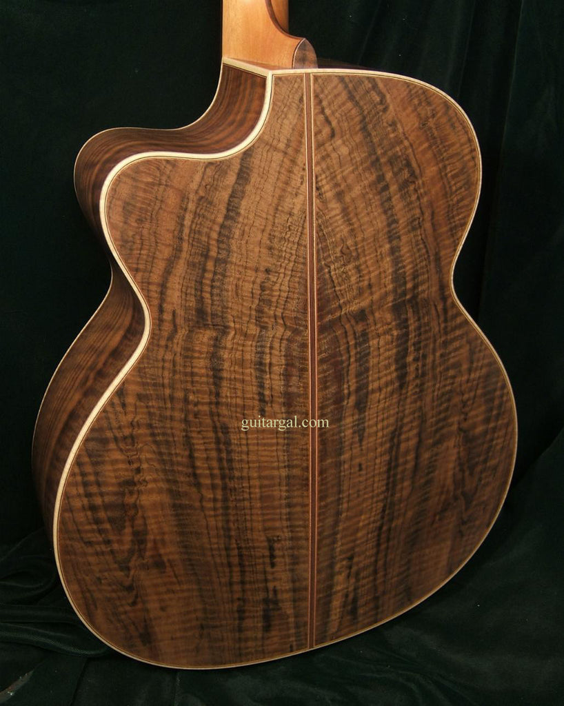 Lowden Guitar: Bastogne Walnut O35c