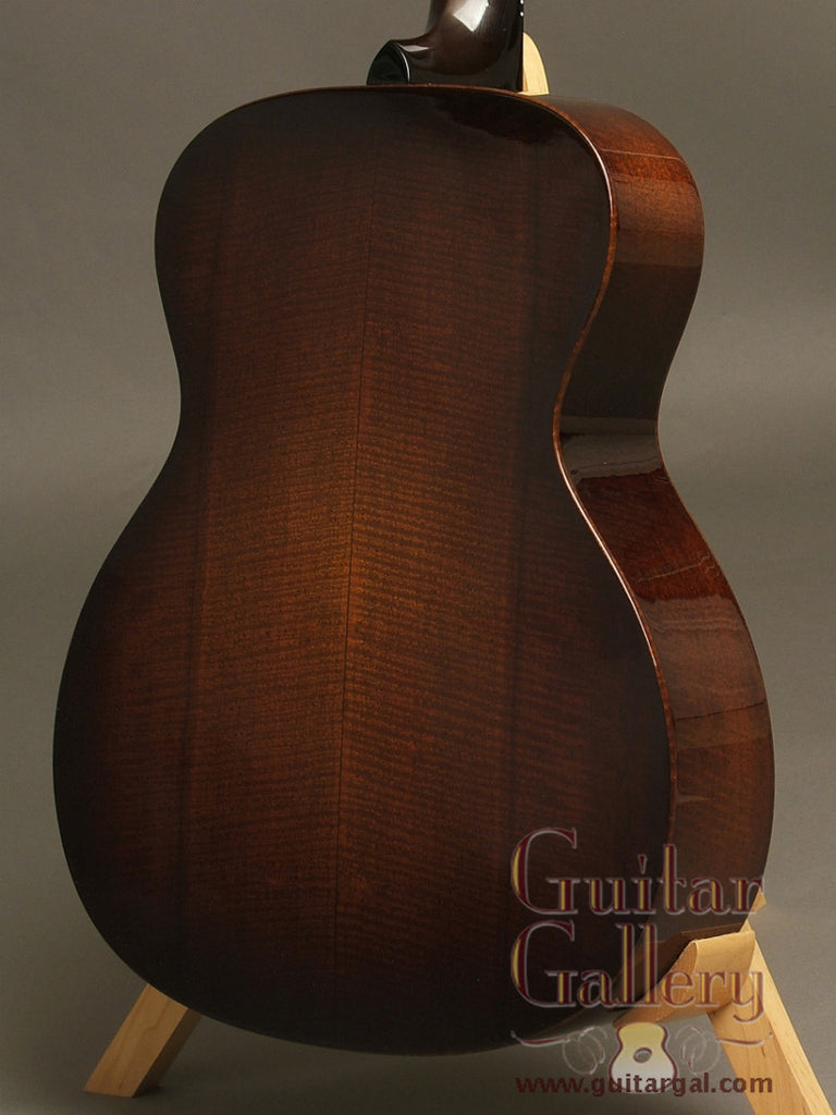 Santa Cruz Guitar: Used Fiddleback Mahogany OM