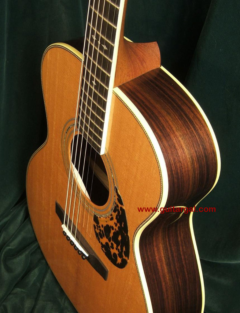 Stonebridge Guitar: Aged Spruce Top 34SROM