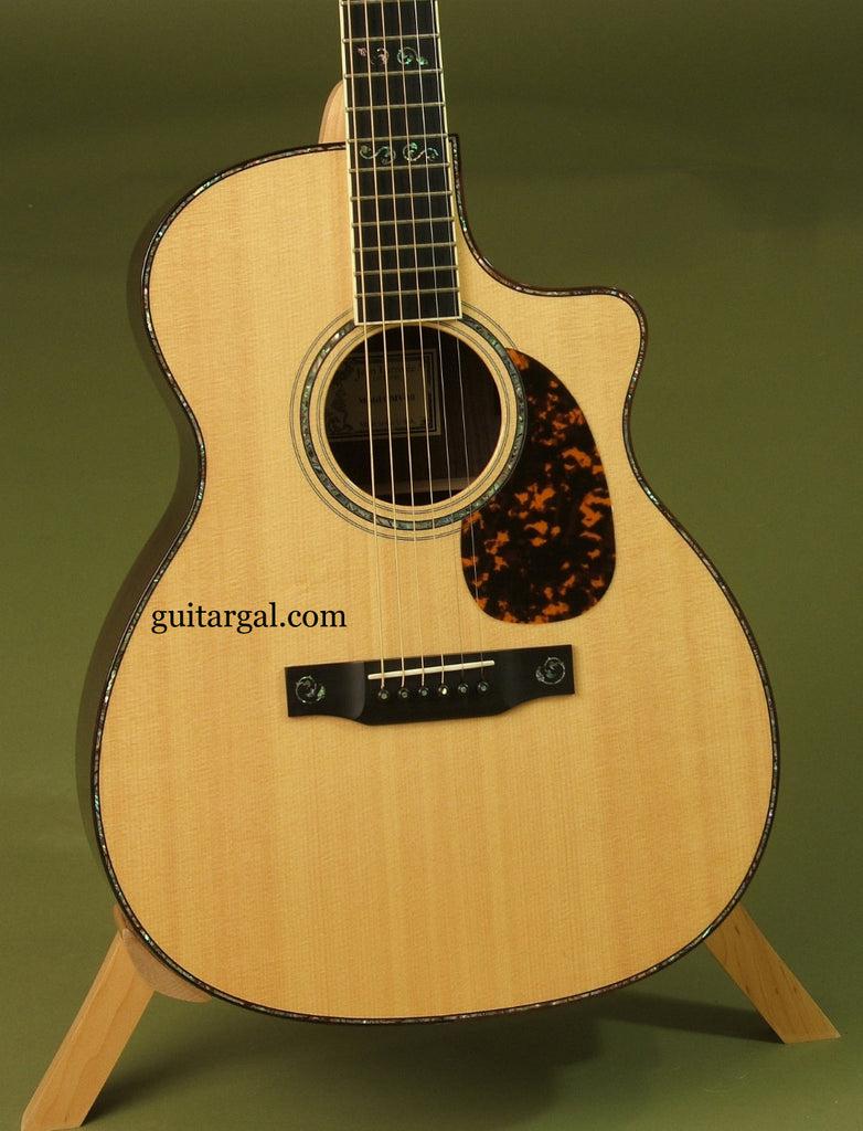 Larrivee Guitar: Used Indian Rosewood OMV-10 with pickup