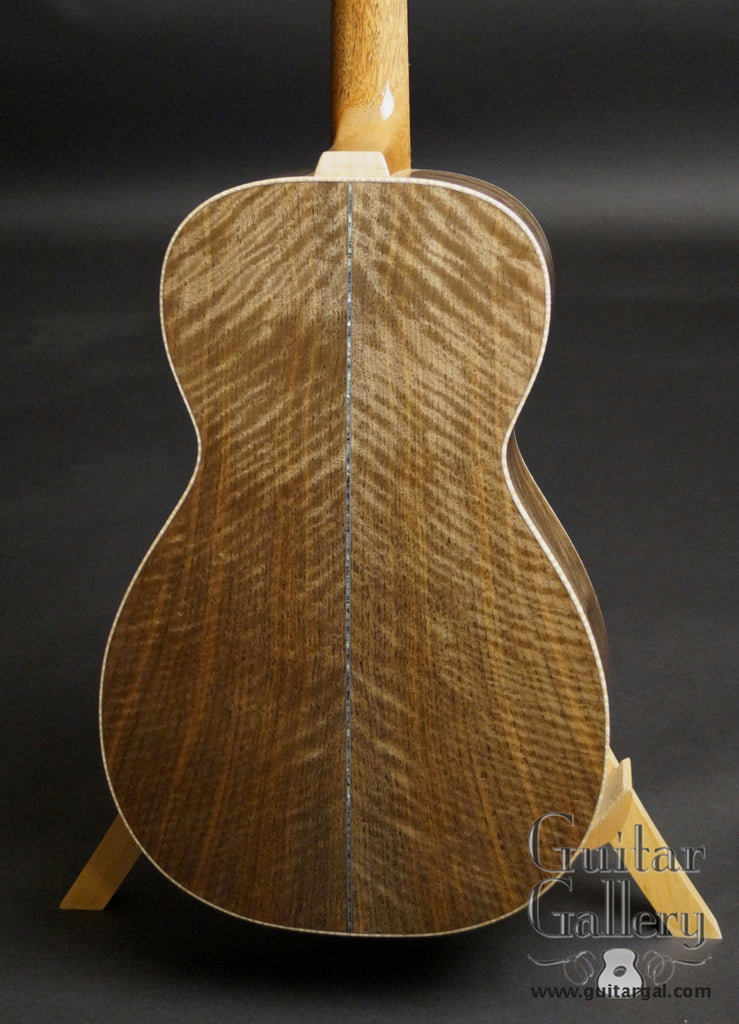 Froggy Bottom P12 Dlx Walnut Guitar back