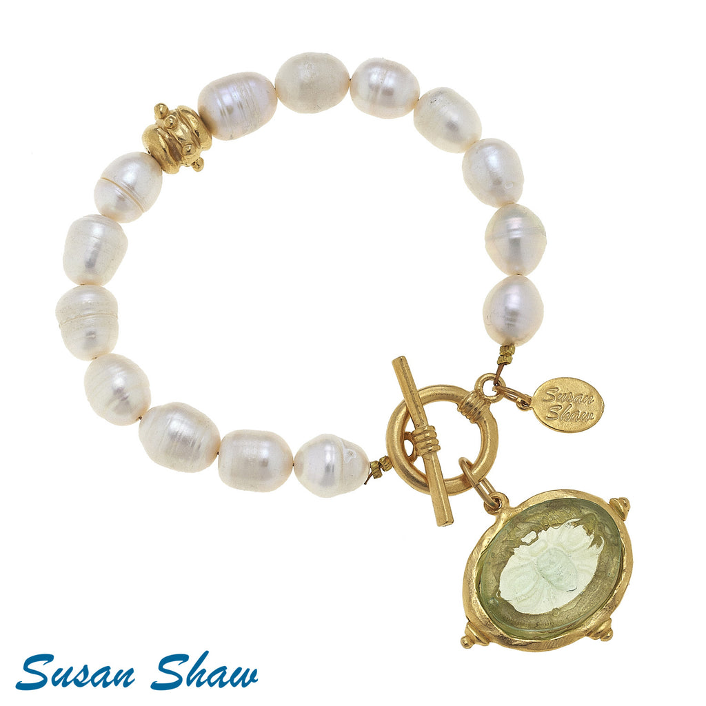 Susan Shaw Clear Venetian Glass Bee Intaglio on Genuine Freshwater Pearl Bracelet