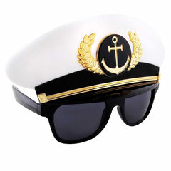 Gift ideas for men could be sailing. Captain Sun-Staches say: take charge (actual boat not needed)!