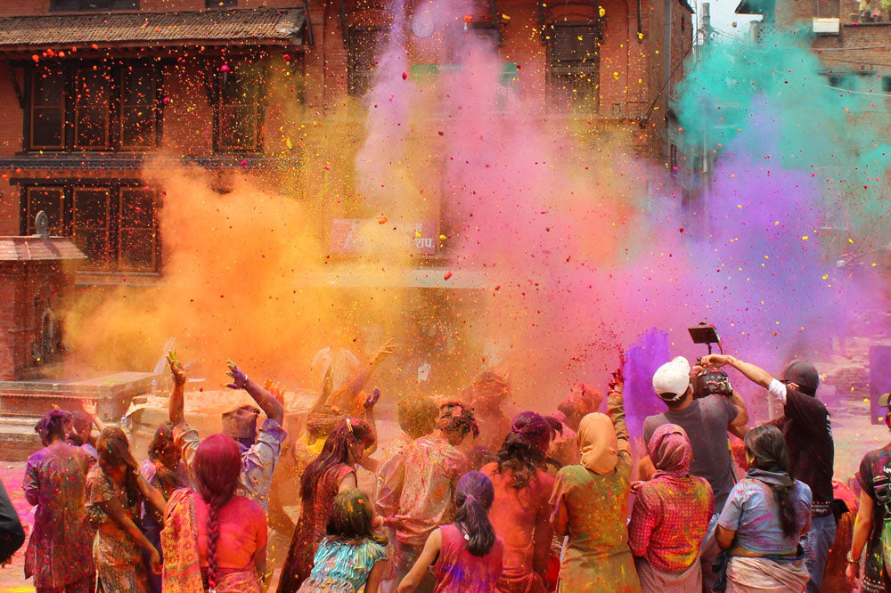 Travelbay India Tours - Celebrate Holi on 7 Day Golden Triangle Tour - India Small Group Tours - Holi Festival