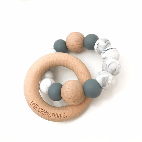 SINGLE SILICONE BEECH TEETHING RATTLE SOFT GREY/MARBLE