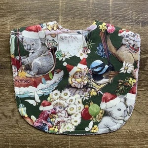 TILDA AND MOO TIS THE SEASON OF MAY GIBBS CHRISTMAS GREEN CLASSIC BIB