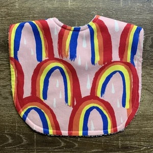 TILDA AND MOO PATTERN STATE RAINBOW BRIGHT CLASSIC BIB