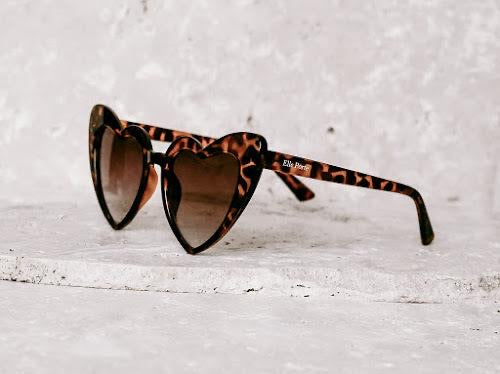 SUNGLASSES HEART TORTOISE SHELL