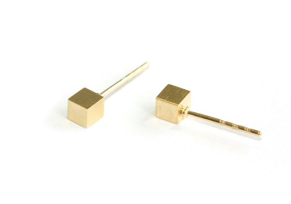 The Cube studs | yellow gold