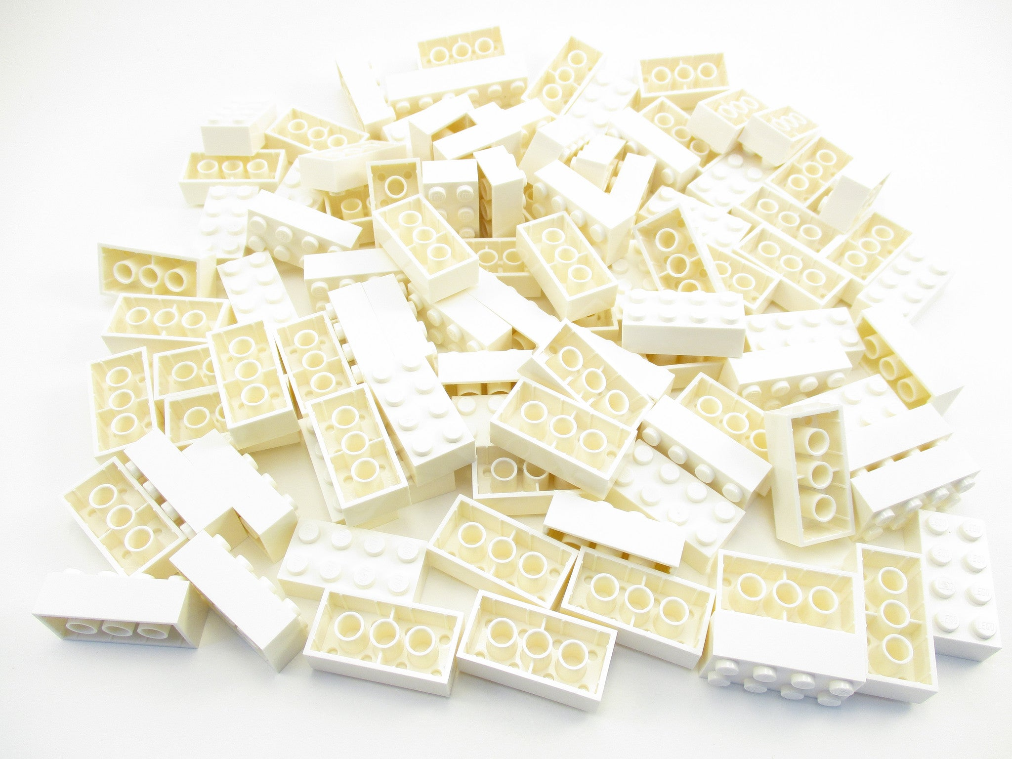 LEGO White Brick 2x4 Lot of 100 Parts Pieces 3001