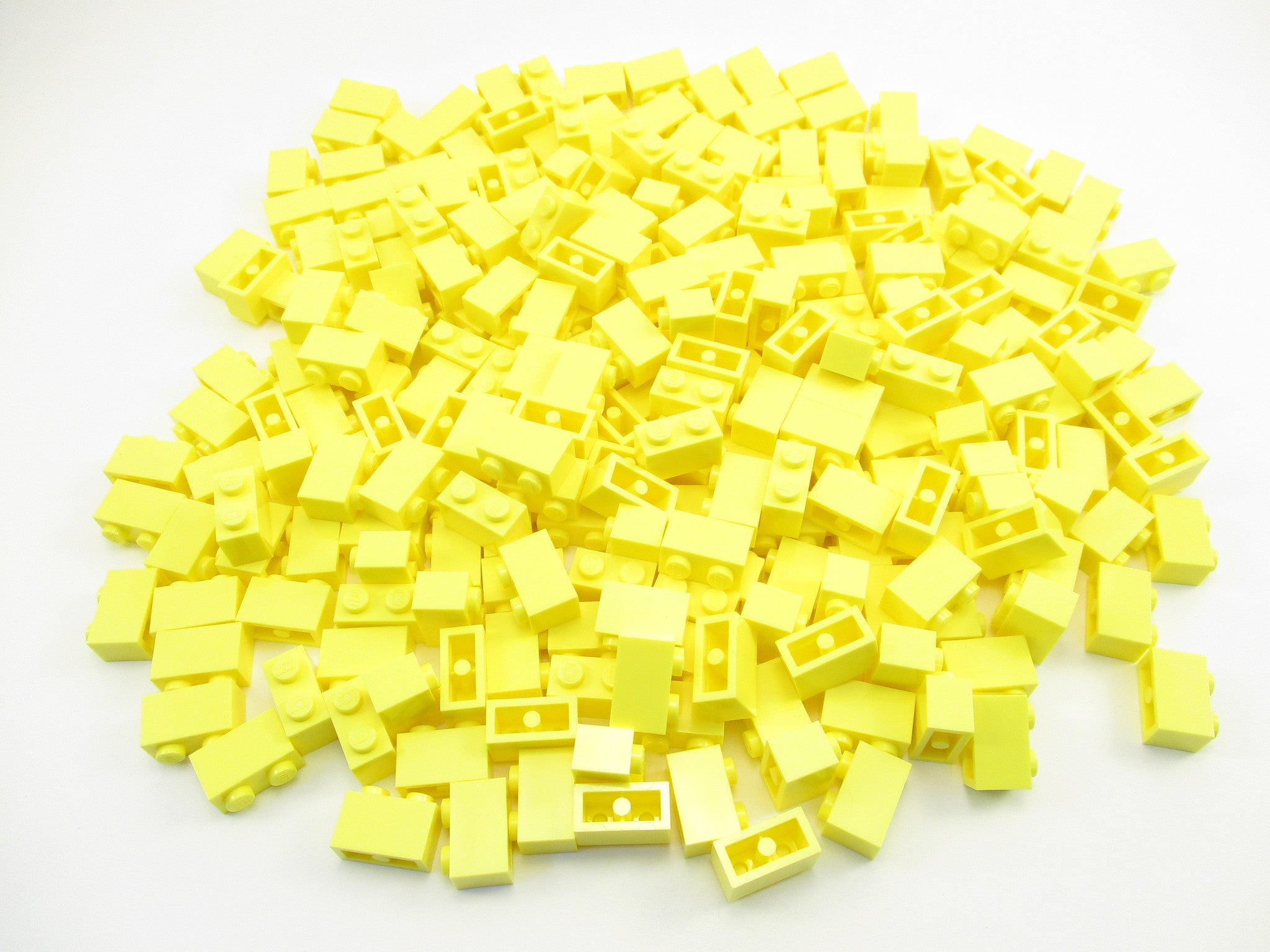 LEGO Bright Light Yellow Brick 1x2 Lot of 100 Parts Pieces 3004