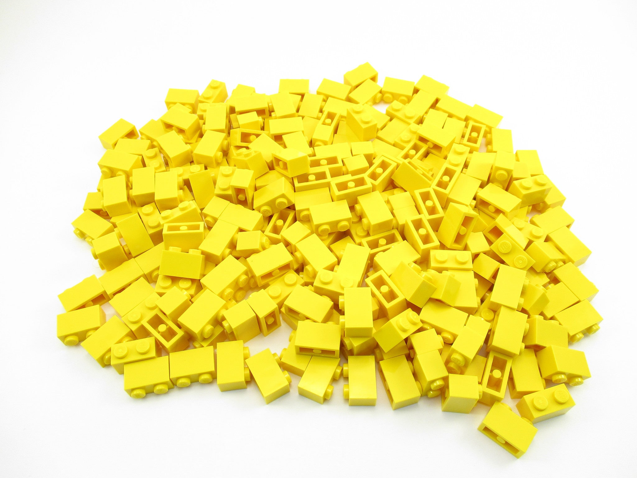 LEGO Yellow Brick 1x2 Lot of 100 Parts Pieces 3004