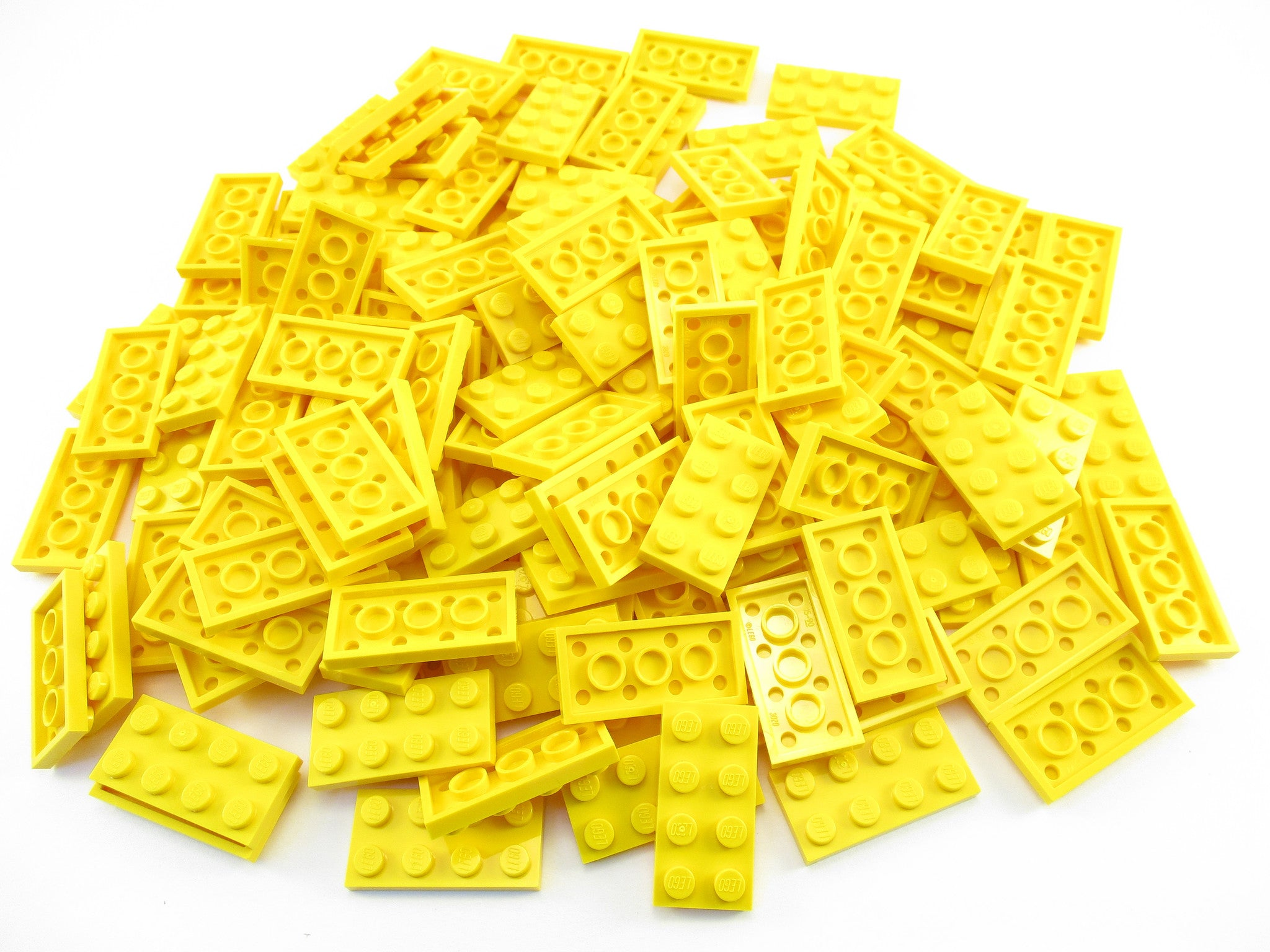 LEGO Yellow Plate 2x4 Lot of 100 Parts Pieces 3020