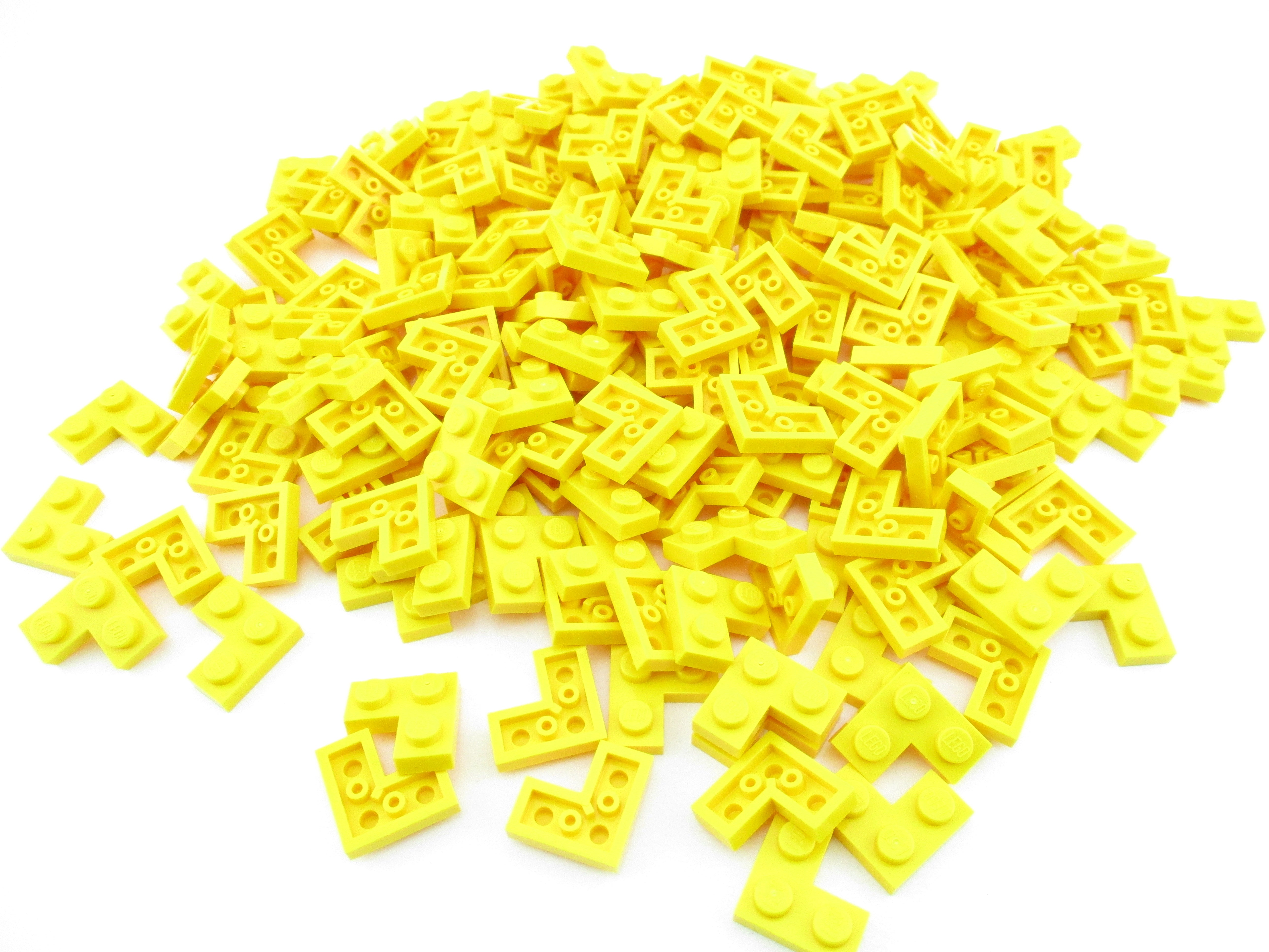 LEGO Yellow Plate 2x2 Corner Lot of 100 Parts Pieces 2420