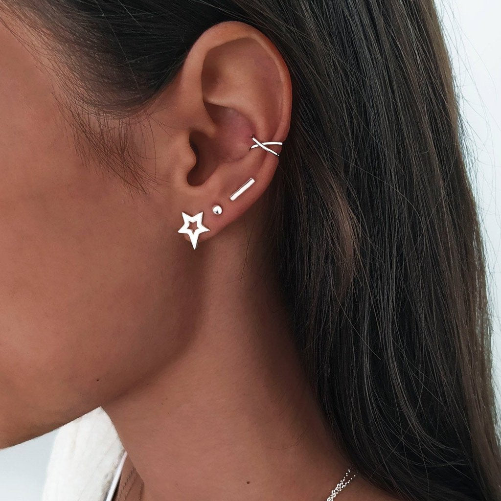 Pendientes Stick Plata combinados con el Ear Cuff Cross Plata y Dots 5 mm Plata