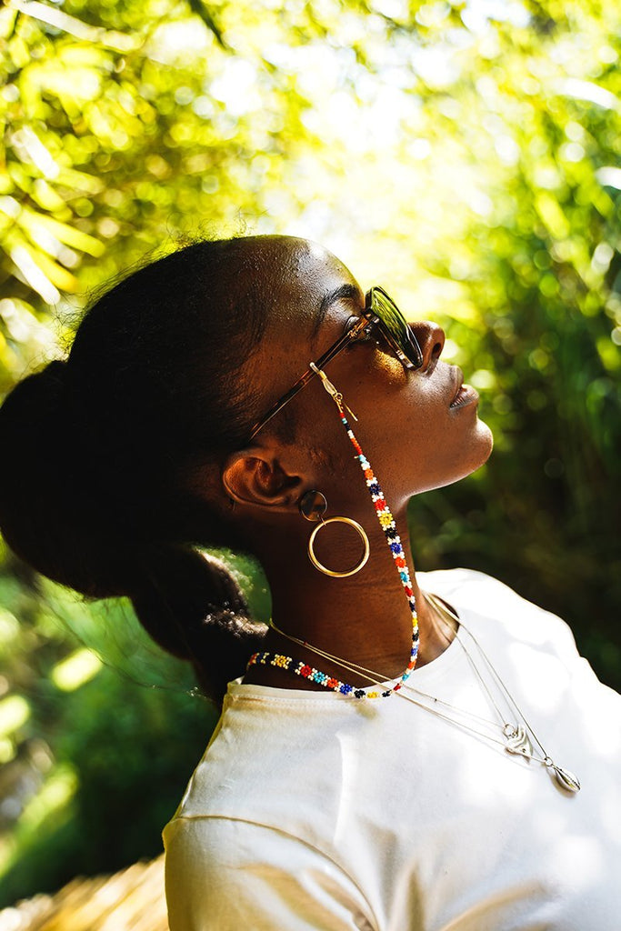 Model wearing Maua Sunnycord, attached to her sunglasses.
