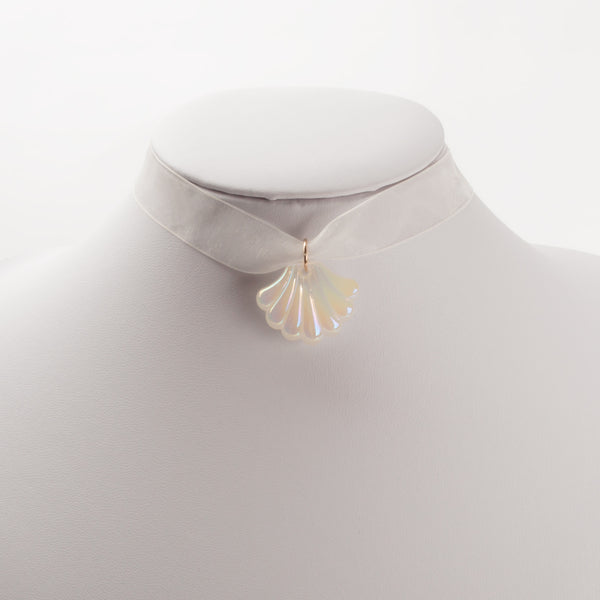 IRIDESCENT SHELL CHOKER WHITE