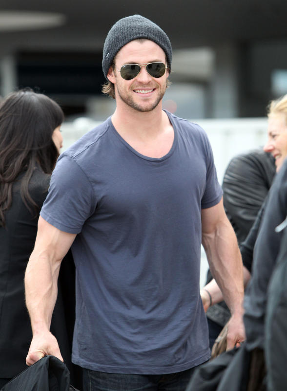 http://www.justjared.com/photo-gallery/2535981/chris-hemsworth-arrives-in-australia-05/