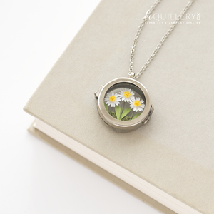 DAISIES Locket