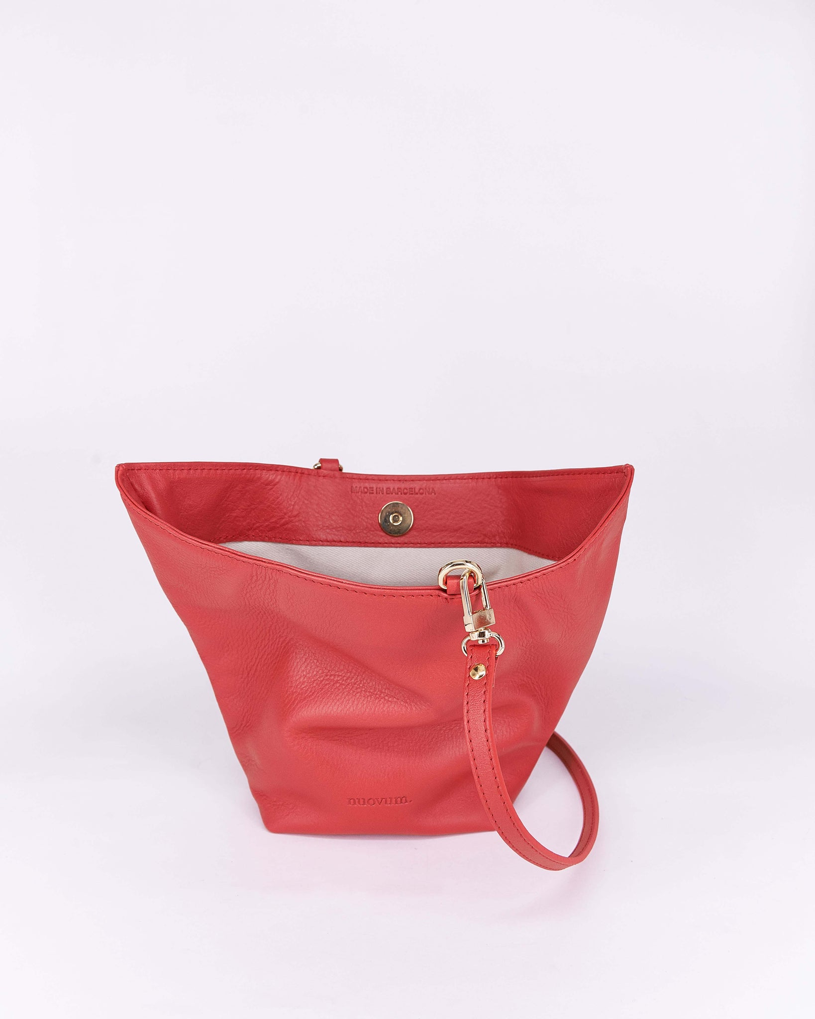Candy-Red-Leather-Designbynuovum-Localdesigners-Barcelona-Open