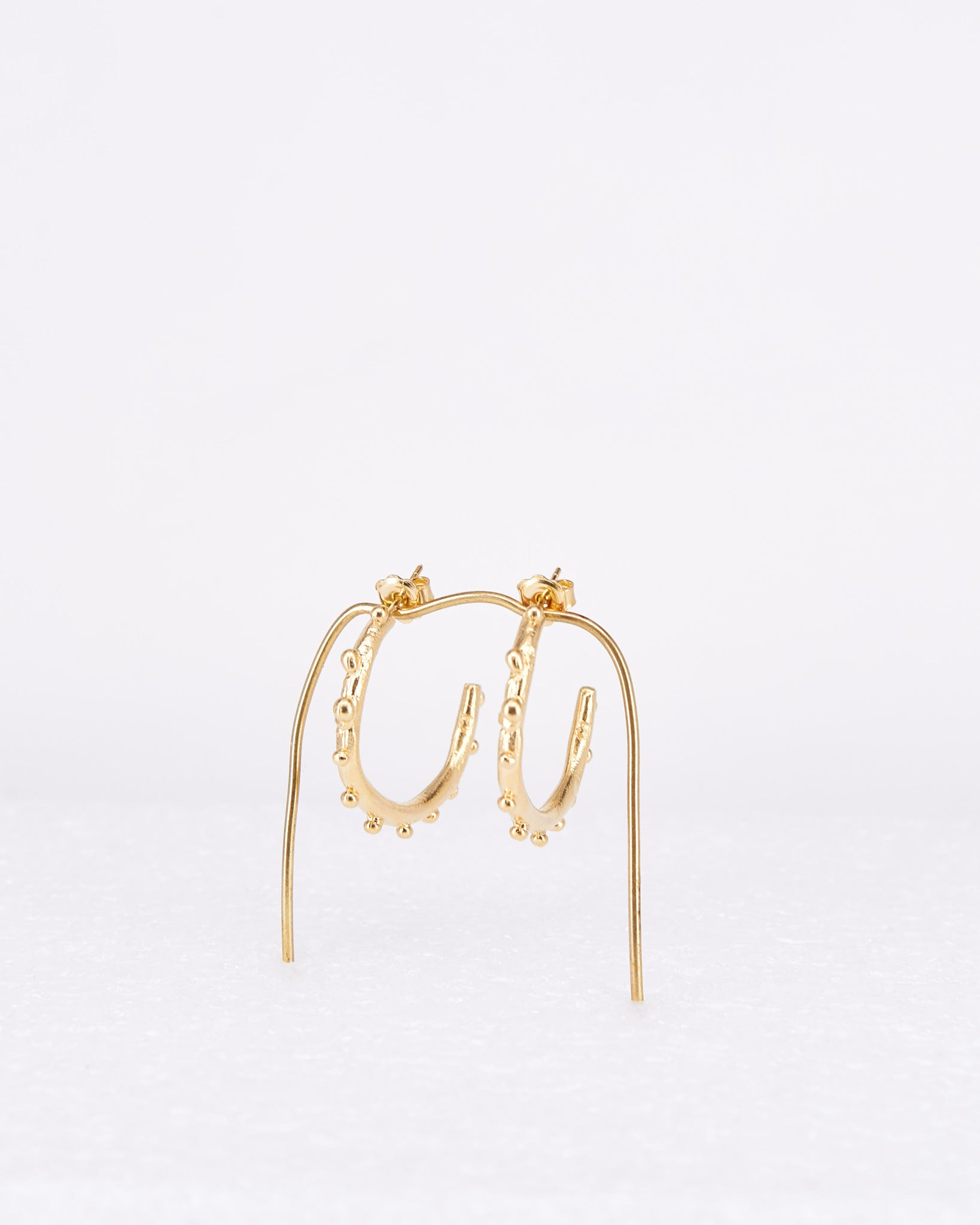 Earrings-Rocío-Hoops-CristinaJunquero-Gold-Handmade-Nuovum-Barcelona-localdesigners