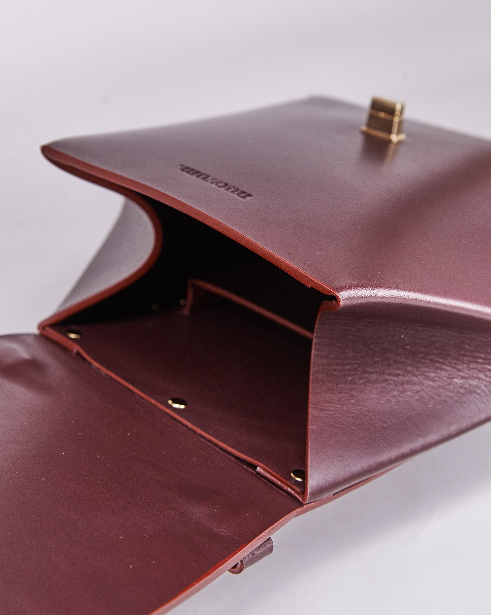Hex Bag-Bordeaux-Leather-Designed by Nuovum-Localdesigners-Barcelona-Inside