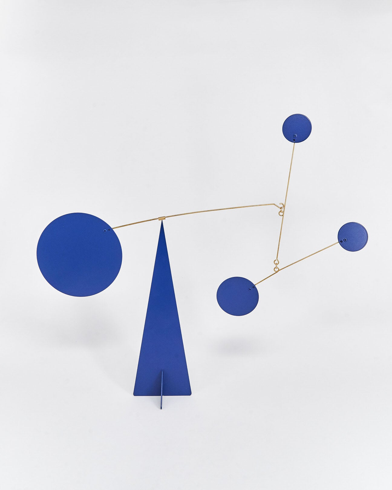 Mobile-Istanbul-Volta-Calder-Metal-Blue-Handmade-Nuovum-Barcelona-localdesigners-Front