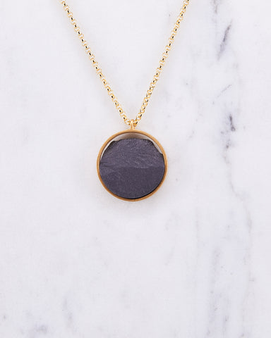 Necklace-Circle-Mini-Dnsú-Gold-Black-localdesigners-Barcelona-Nuovum-handmade