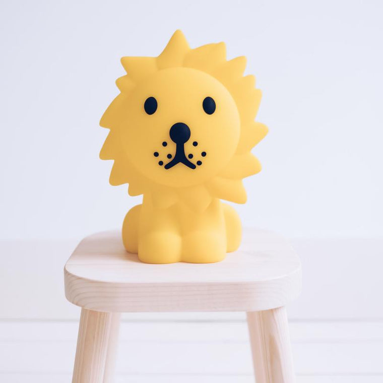 Mr. Maria <br/> First Light Lion Lampe <br/> Gelb
