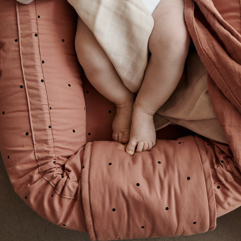 "Liewood <br/> Babynest ""Gro"" <br/> Classic Dot Tuscany Rose"