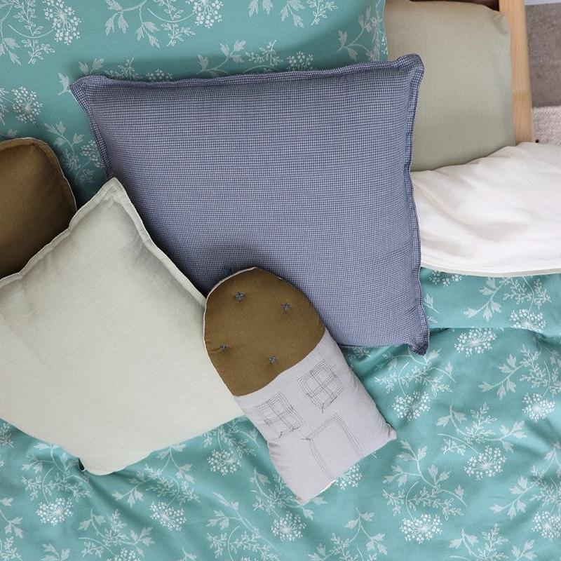 Camomile London <br/> Kissen Haus Petit <br/> Powder Blue/Moss