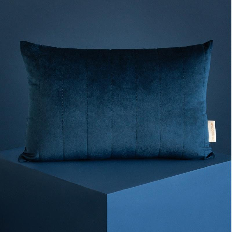 Nobodinoz <br/> Velvet Kissen Akamba 45x30 cm <br/> Night Blue