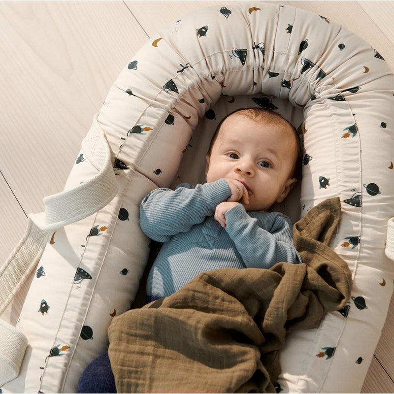 """Liewood Baby nest """"Gro"""" Space Sandy Mix"""