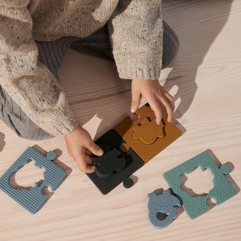 """Liewood Puzzle in silicone """"Bodil"""" Dino Blue Multi Mix"""
