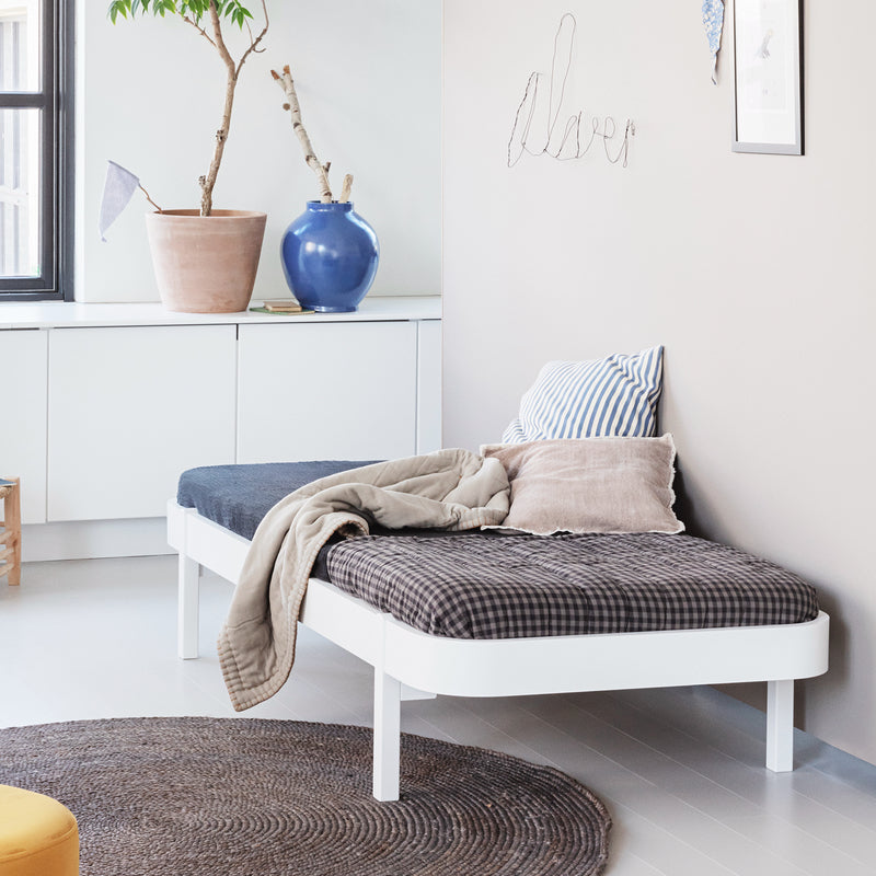 Oliver Furniture Wood Lounger Bed 90 x 200 cm White