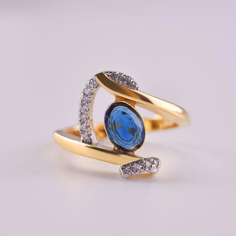 Luxurious Lady Blue Crystal Ring