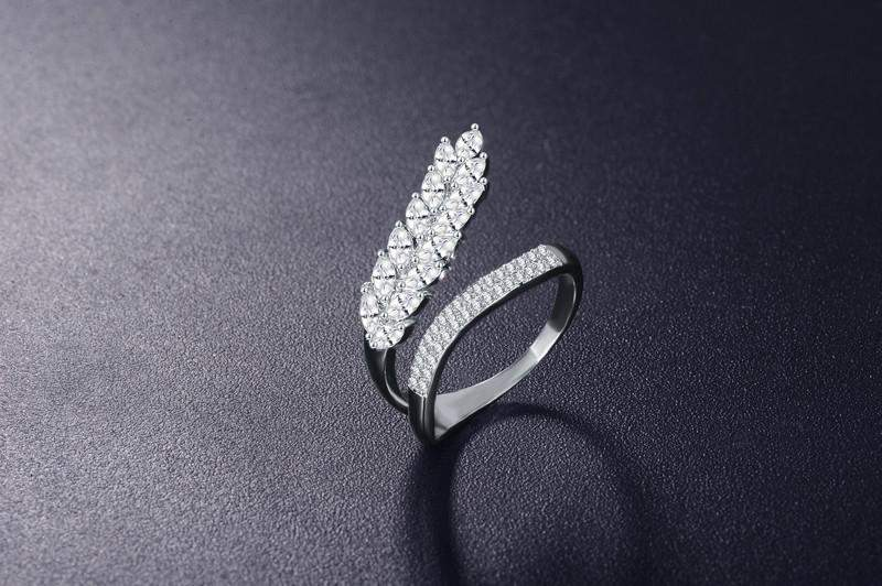 Top Rated AAA+ Cubic Zircon Leaf Wedding Ring