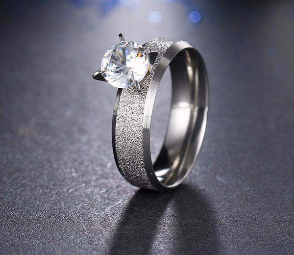 Hot Selling Majestic Stone Frosted Wedding Ring