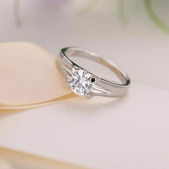 Best Selling Classic Four Prong Crystal Wedding Ring