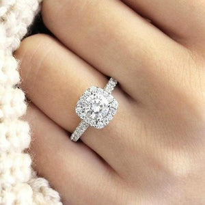 Trendy Crystal Engagement Claws Ring